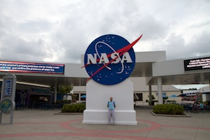 End of the visit in front of the NASA logo